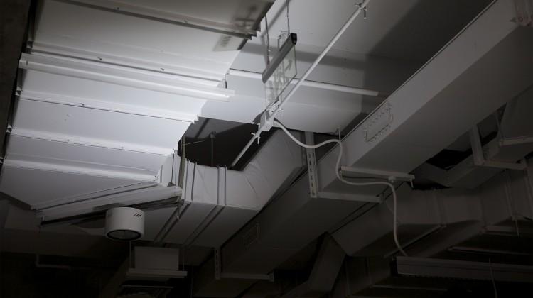 Instalación por conductos de aire acondicionado.